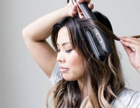 learn how to use a flat iron to make curls