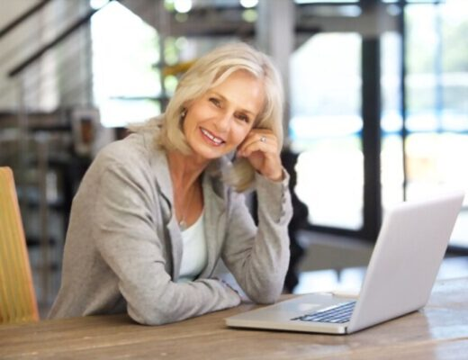 Tips for Women Over 50 Looking for a Job